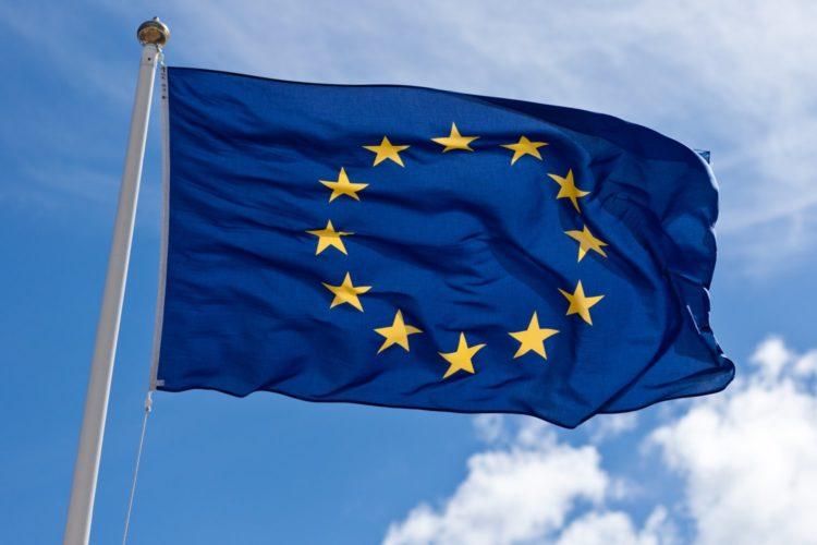 Sondaggio IPSOS - Unione Europea: stabile ma bassa la fiducia nell'UE, ma gli italiani non ne uscirebbero.