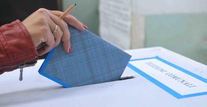 Istituto Cattaneo - Flussi elezioni amministrative: elettori 5Stelle in fuga ovunque, più fedeli quelli Pd, Cdx netto vincitore.