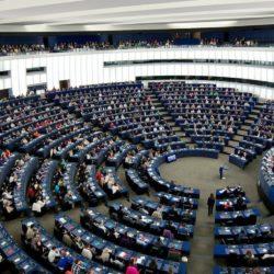 Elezioni Europee - Analisi Reuters: in calo PPE, Socialisti e Verdi, aumentano i Liberali, la Sinistra e gli Euroscettici