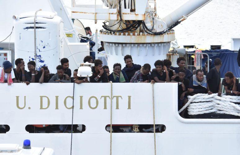 Sondaggio SWG: il 54% degli Italiani è favorevole all'operato di Salvini sulla Diciotti