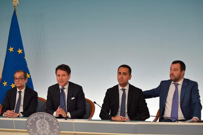 Sondaggio Tecnè - manovra sonoramente bocciata dagli elettori, italiani più favorevoli alla attuale gestione dell'immigrazione